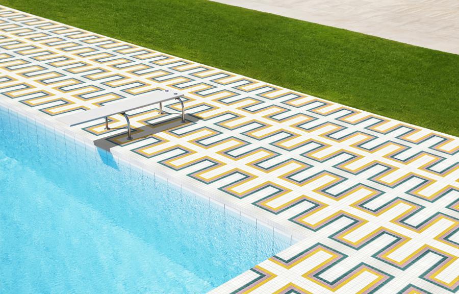 Sans prendre de risque dans le bassinconcevez l'extérieur de la piscine !